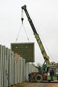 crane instillation of precast concrete panels