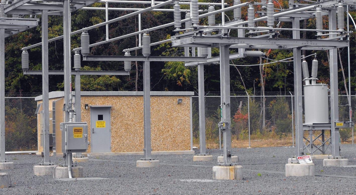 Electric utilities surrounding an Easi-Set building