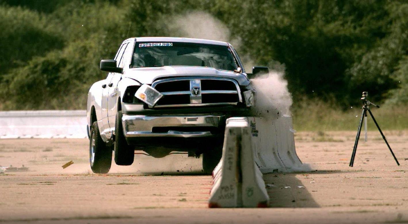 Crash test of a truck versus J-J Hooks